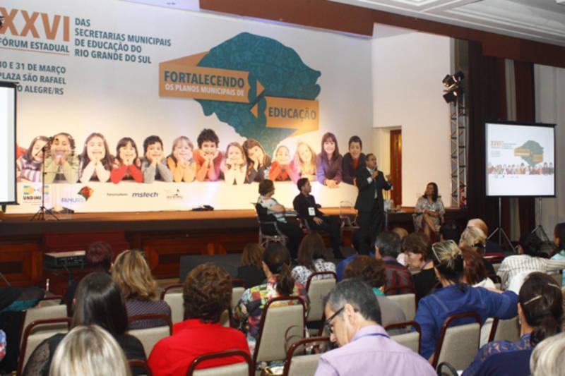 Resultado de imagem para forum municipal de educação em porto alegre 2014
